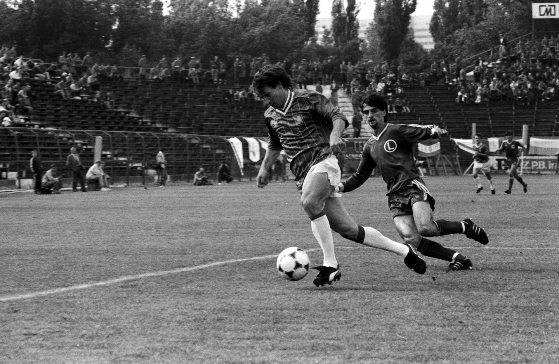Ryszard Rybak i Leszek Pisz podczas meczu Lech - Legia w finale Pucharu Polski w 1988 roku.
