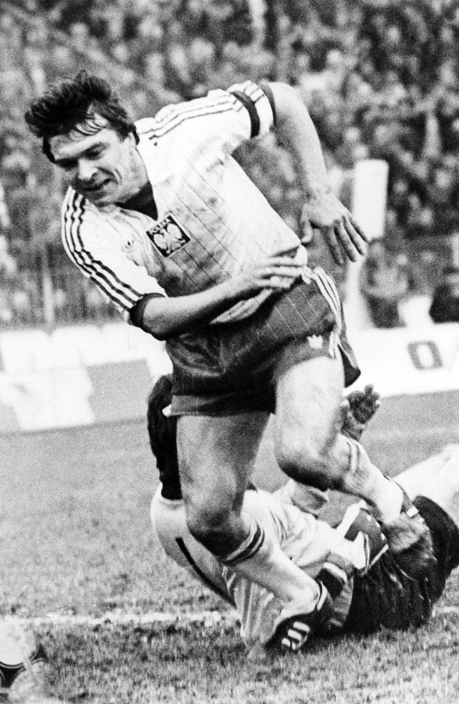 Henryk Miłoszewicz podczas meczu z NRD w eliminacjach igrzysk olimpijskich 1984 w Los Angeles.