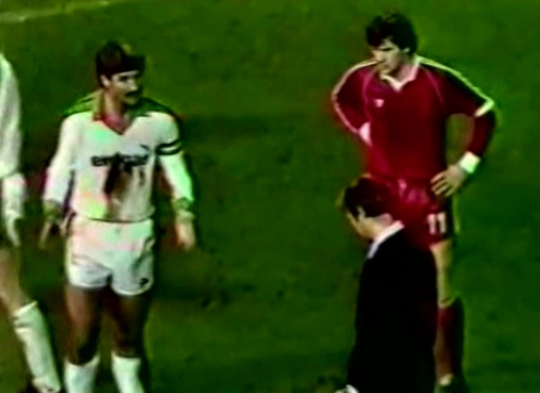 Włodzimierz Smolarek i Wilfried Hannes podczas meczu Borussia Mönchengladbach – Widzew Łódź 3:2 (24.10.1984)