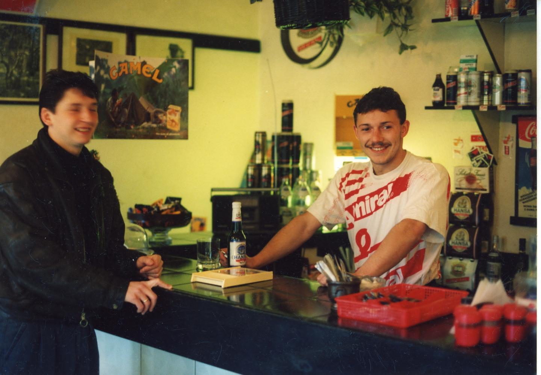 Dariusz Czykier i Wojciech Kowalczyk w pubie.