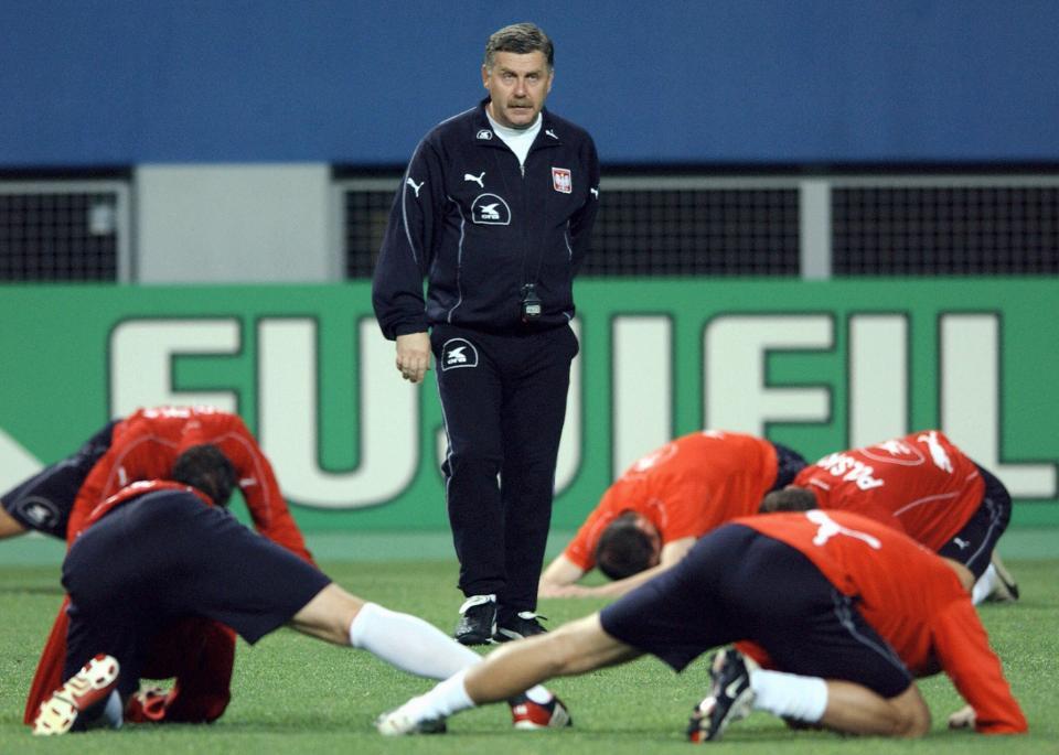 Jerzy Engel podczas treningu reprezentacji Polski podczas MŚ w 2002 roku.