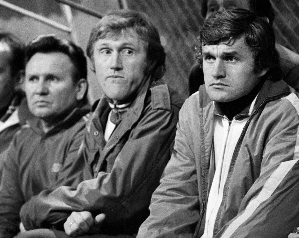 Włodzimierz Lubański cały mecz z Portugalią spędził na ławce rezerwowych. Obok drugi trener Ryszard Kulesza i selekcjoner Jacek Gmoch.