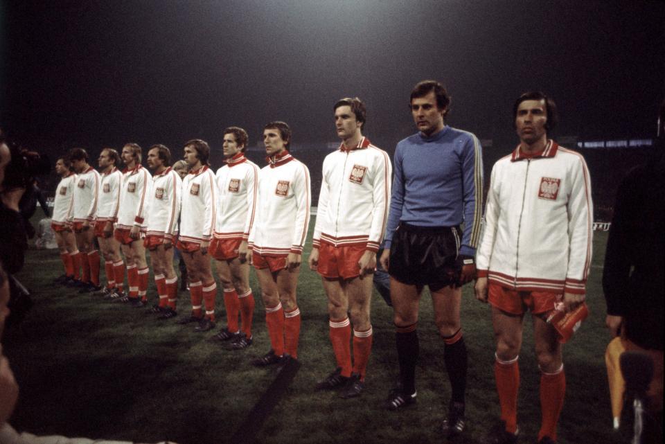 Reprezentacja Polski podczas hymnu przed meczem z Portugalią.