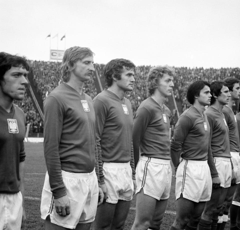 Reprezentacja Polski podczas hymnu przed meczem z Cyprem w Warszawie.