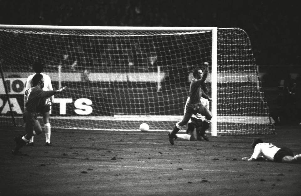 Jan Domarski strzelił, a Peter Shilton puścił piłkę pod brzuchem. Tak padła najsłynniejsza bramka w historii polskiej piłki.