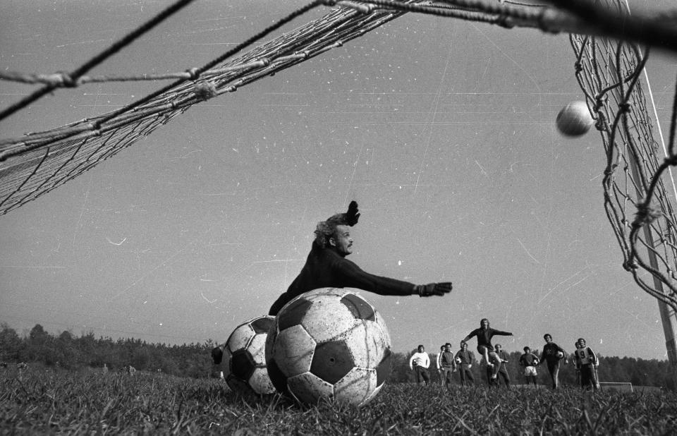 Zygmunt Kukla podczas treningu przed wyjazdowym meczem z Portugalią.