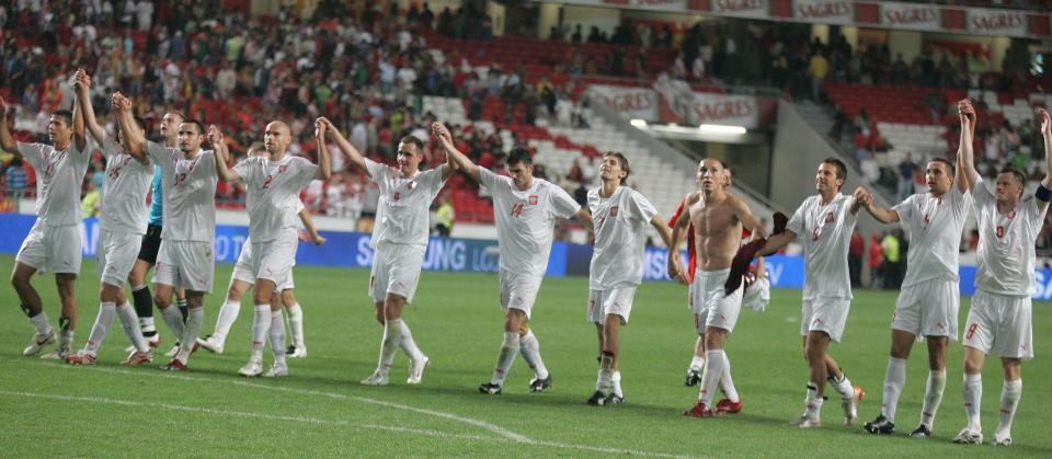 Szczęśliwi reprezentanci Polski po meczu z Portugalią. Piłkarze dziękują kibicom za doping.