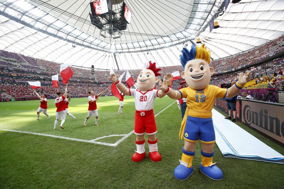 Maskotki Euro na Stadionie Narodowym.