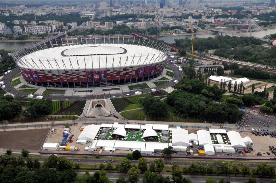 Stadion Narodowy z zamkniętym dachem.