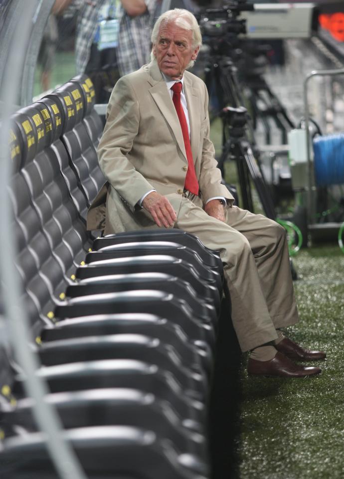 Samotność długodystansowca. Leo Beenhakker został selekcjonerem reprezentacji Polski 11 lipca 2006 roku, a niespełna dwa lata później jako pierwszy trener w historii poprowadził biało-czerwonych w finałach mistrzostw Europy. Kwalifikacje mundialu 2010 przegrał jednak z kretesem i po meczu ze Słowenią musiał pożegnać się ze stanowiskiem.