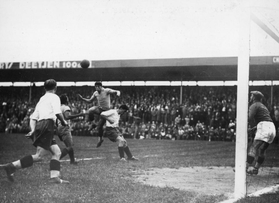 Akcja pod polską bramką. Mecz mistrzostw świata 1938 Polska - Brazylia 5:6.