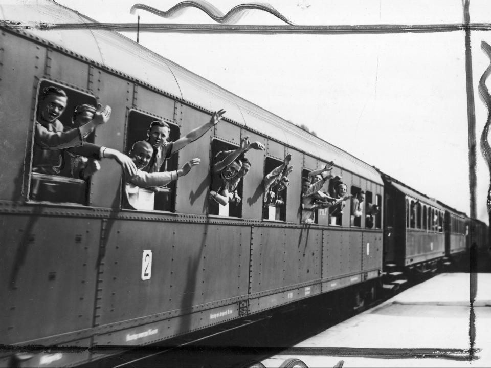 Polscy piłkarze wyruszają w siną dal. Nasi kadrowicze udali się pociągiem z Poznania do Strasbourga, gdzie czekał ich mecz z Brazylią w MŚ 1938.