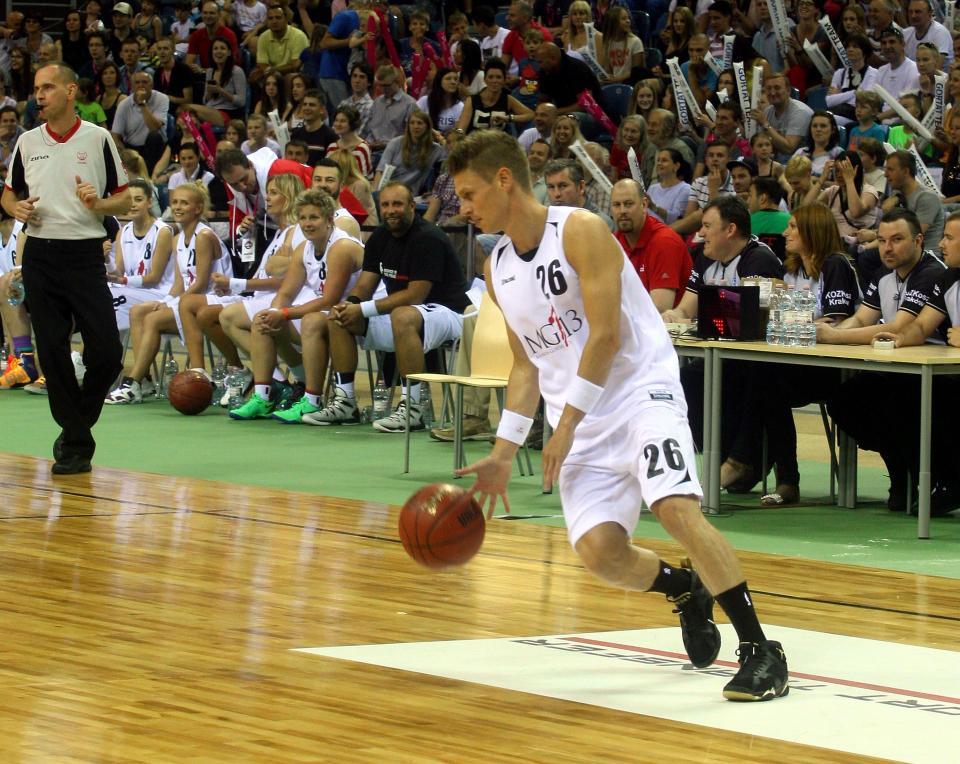 W charytatywnym meczu drużyny Marcina Gortata z reprezentacją Wojska Polskiego Łukasz Piszczek zagrał ze swoim ulubionym numerem 26 na koszulce. Jako koszykarz spisał się wyśmienicie.