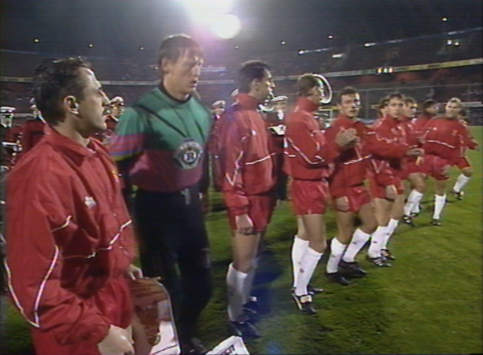 Reprezentacja Polski podczas odgrywania hymnu przed meczem z Holandią w Rotterdamie.
