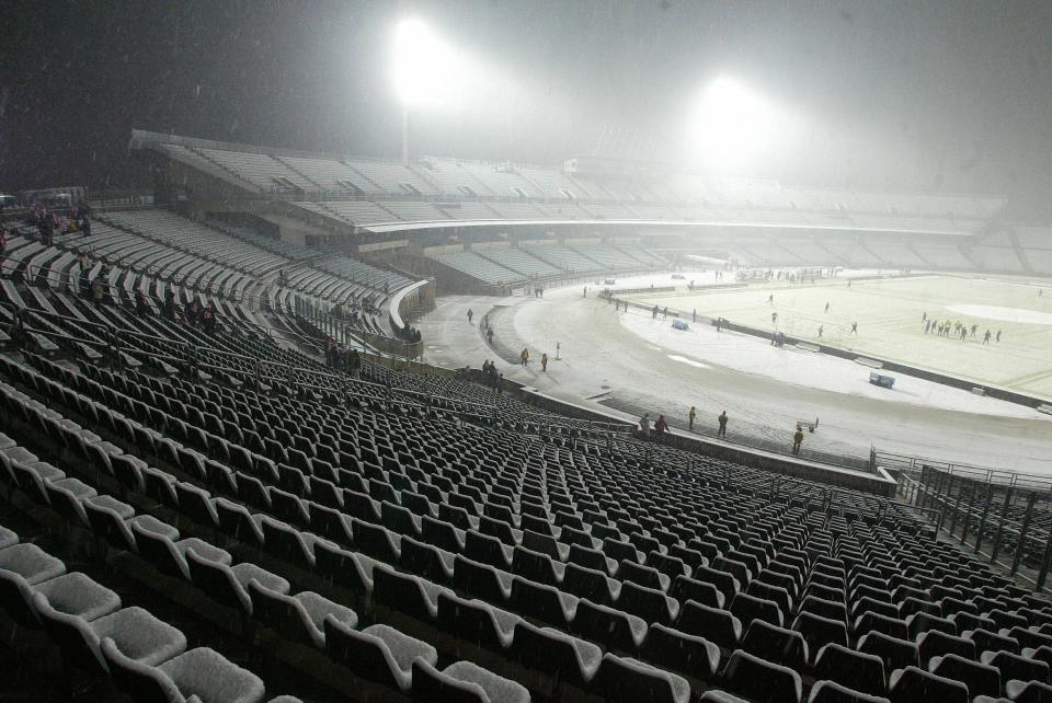 Pustawe trybuny Stadionu Śląskiego na meczu ze Słowacją w 2009 roku.