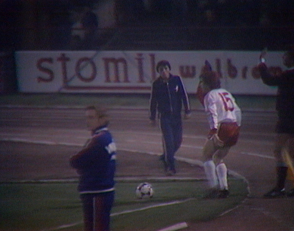 Janusz Sybis dostał prezent od selekcjonera i w 54. minucie wszedł na murawę w miejsce Stanisława Terleckiego. Piłkarz wrocławskiego Śląska tego dnia obchodził swoje 27. urodziny.