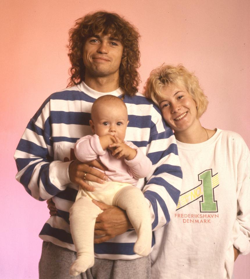 Roman Kosecki z żoną Jadwigą i synem Jakubem. Zdjęcie z 1991 roku.