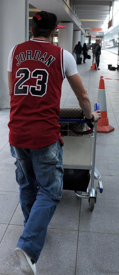 Michał Żewłakow w koszulce Michaela Jordana