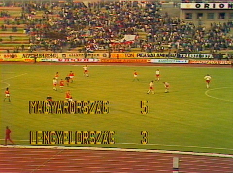 Magyarország – Lengyelország, czyli Węgry – Polska 5:3. To był już dziesiąty występ biało-czerwonych w Budapeszcie i dziesiąta porażka. Pierwszy raz jednak nasza drużyna zdobyła na tym gorącym terenie aż trzy bramki.