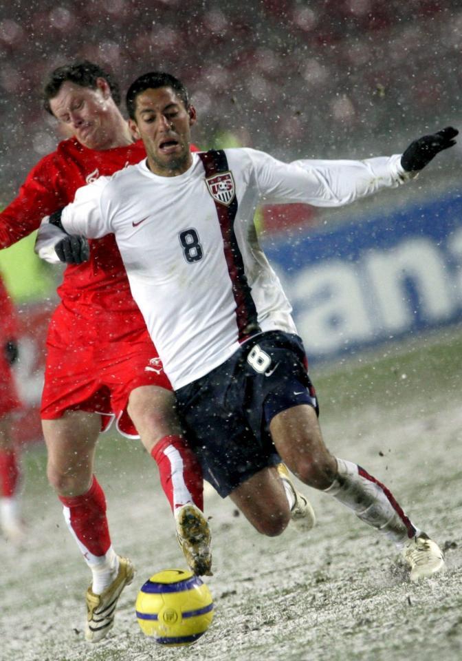 Clint Dempsey podczas meczu USA - Polska 1:0 (01.03.2006).