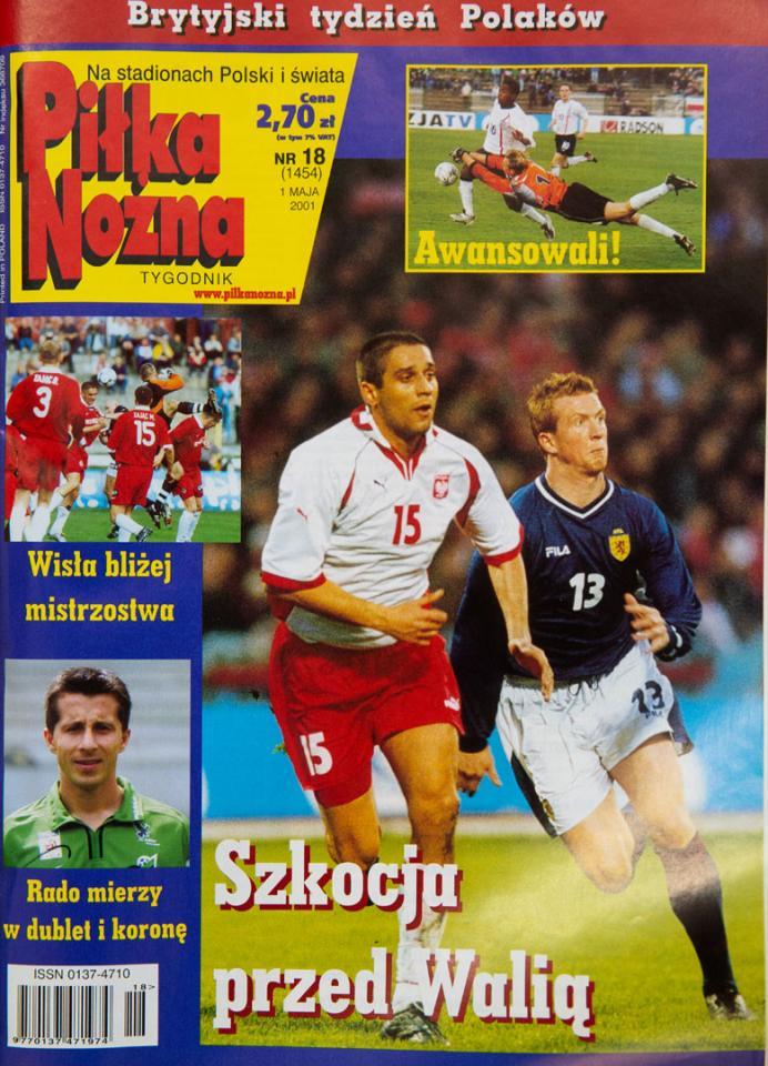 Okładka piłki nożnej po meczu polska - szkocja (25.04.2001)