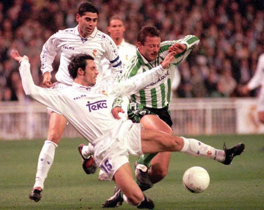 Wojciech Kowalczyk podczas meczu Realu Madryt z Realem Betis (2:2) w lutym 1997 roku.