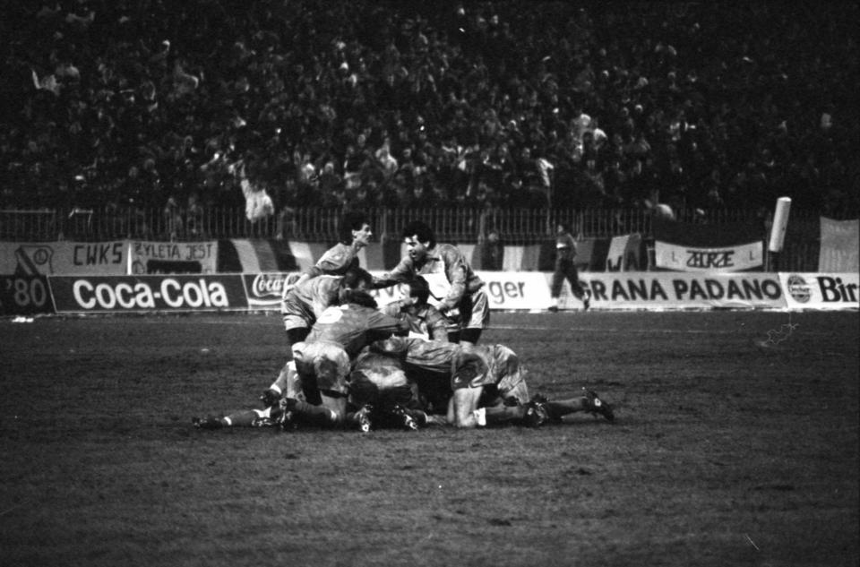 Radość piłkarzy Legii Warszawa po golu strzelonym Sampdorii Genua w ćwierćfinale Pucharu Zdobywców Pucharów w 1991 roku.