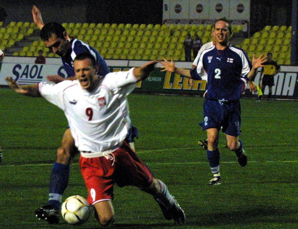 Maciej Żurawski podczas meczu Polska - Wyspy Owcze 2:1 (10.02.2002).