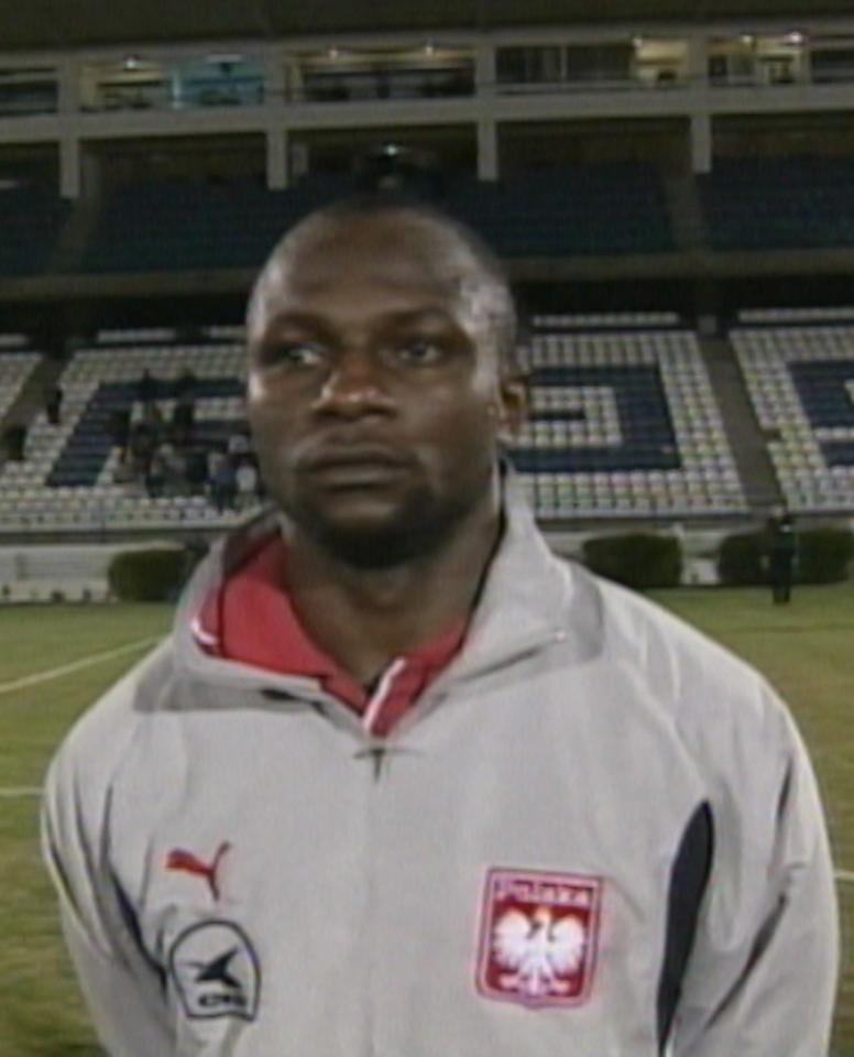Emmanuel Olisadebe przed meczem Polska - Szwajcaria 4:0 (28.02.2001).