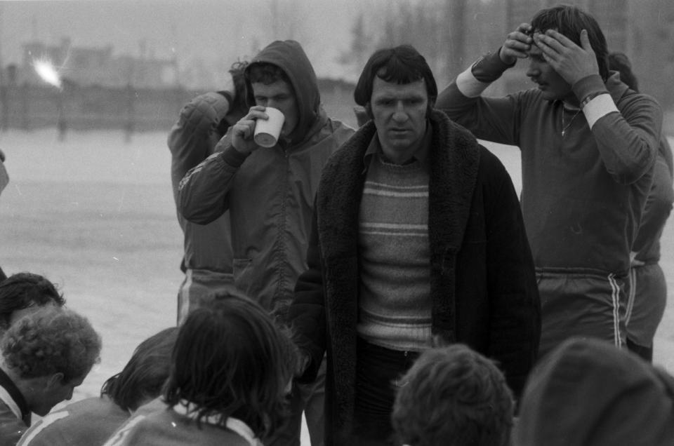 Pierwsze sukcesy w roli trenera Antoni Piechniczek świętował w Opolu. Odrę najpierw wprowadził do ekstraklasy, a potem sięgnął z nią po Puchar Ligi. Pierwszy z prawej: jeden z liderów zespołu Roman Wójcicki.