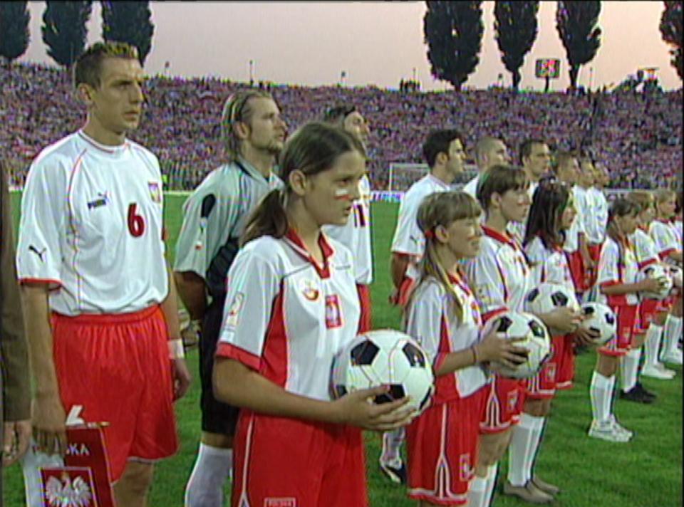Reprezentacja Polski przed meczem towarzyskim z Belgią w Szczecinie podczas odgrywania hymnu.