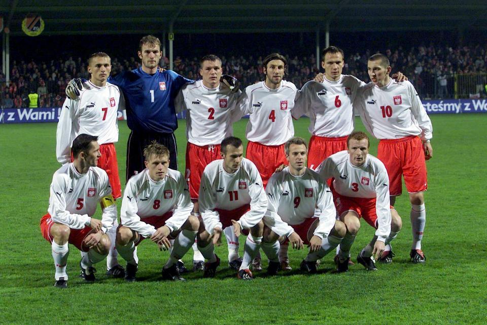 Zdjęcie grupowe reprezentacji Polski przed meczem towarzyskim z Nową Zelandią w październiku 2002 roku.