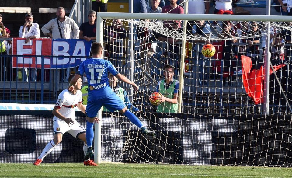 Piotr Zieliński zdobywa pierwszą bramkę w Serie A w meczu Empoli - Genoa 2:0 (24.10.2015).