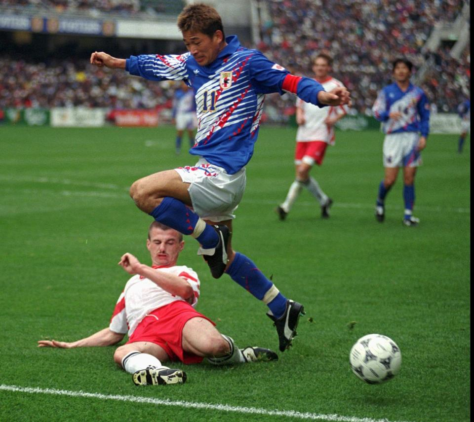 Paweł Skrzypek i Kazuyoshi Miura podczas meczu Polska - Japonia 0:5 (19.02.1996).