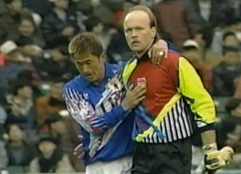 Kazuyoshi Miura i Andrzej Woźniak po meczu Polska - Japonia 0:5 (19.02.1996).