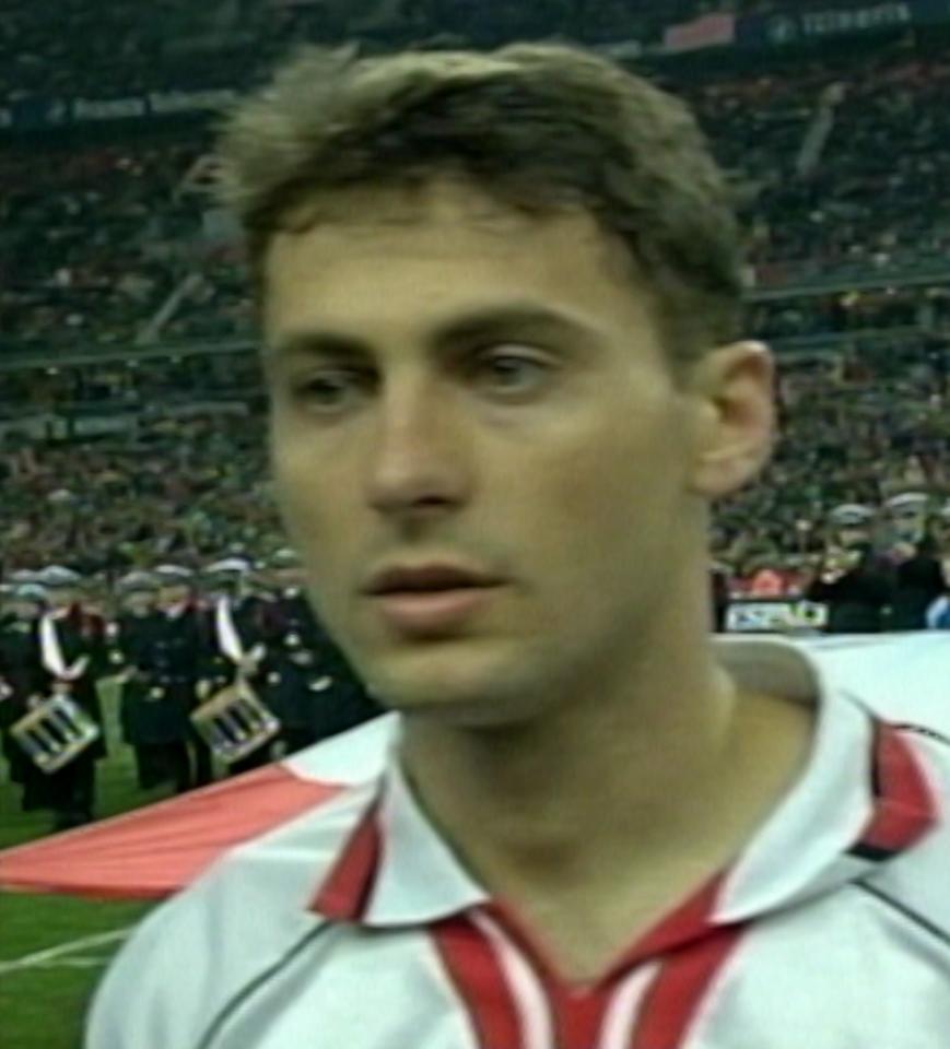 Piotr Świerczewski podczas meczu Francja - Polska 1:0 (23.02.2000)