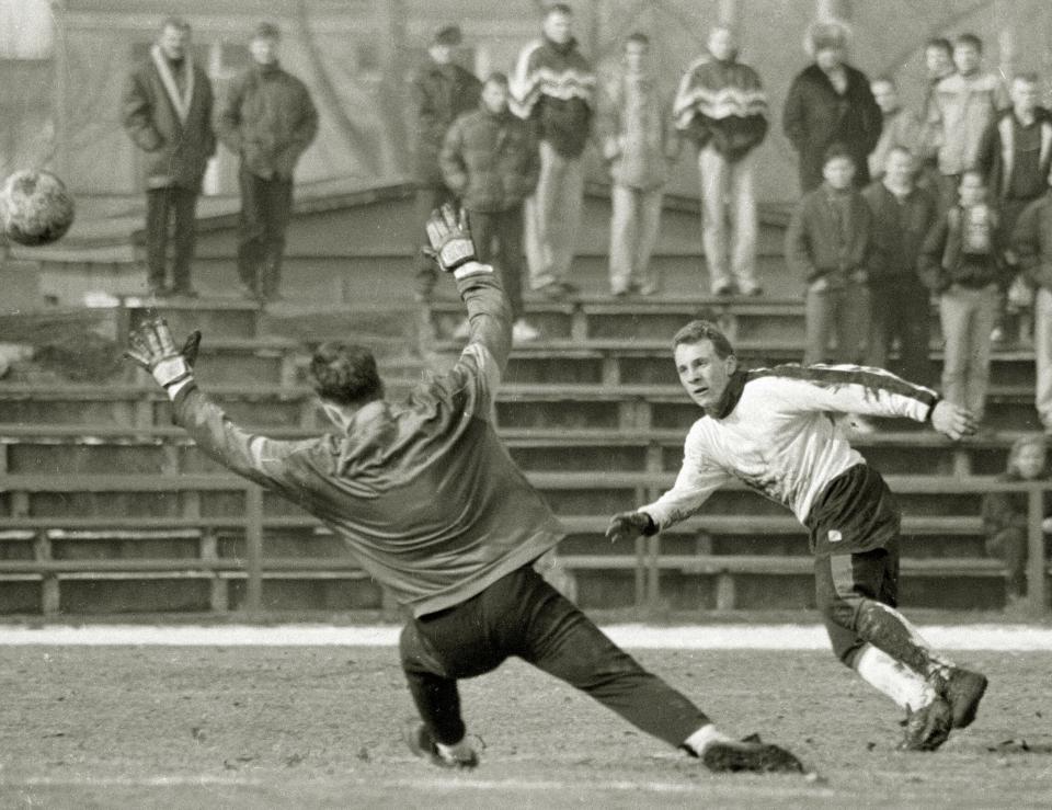 Pierwsze kroki w futbolu Piotr Rocki stawiał na warszawskich boiskach. Najpierw na Bródnie, potem na Żeraniu, wreszcie przy Konwiktorskiej. Marzenie o grze w Legii spełnił dopiero w 2008 roku.