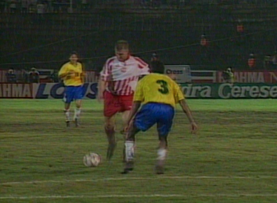 Ambitna i dobra gra biało-czerwonych przez cały mecz zaowocowała zdobyciem honorowego gola. Do siatki trafił Andrzej Juskowiak.