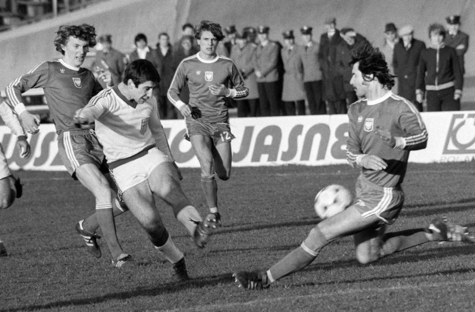 Zbigniew Boniek, Adam Nawałka i Józef Szewczyk podczas meczu Polska - Grecja 5:2 (05.04.1978).