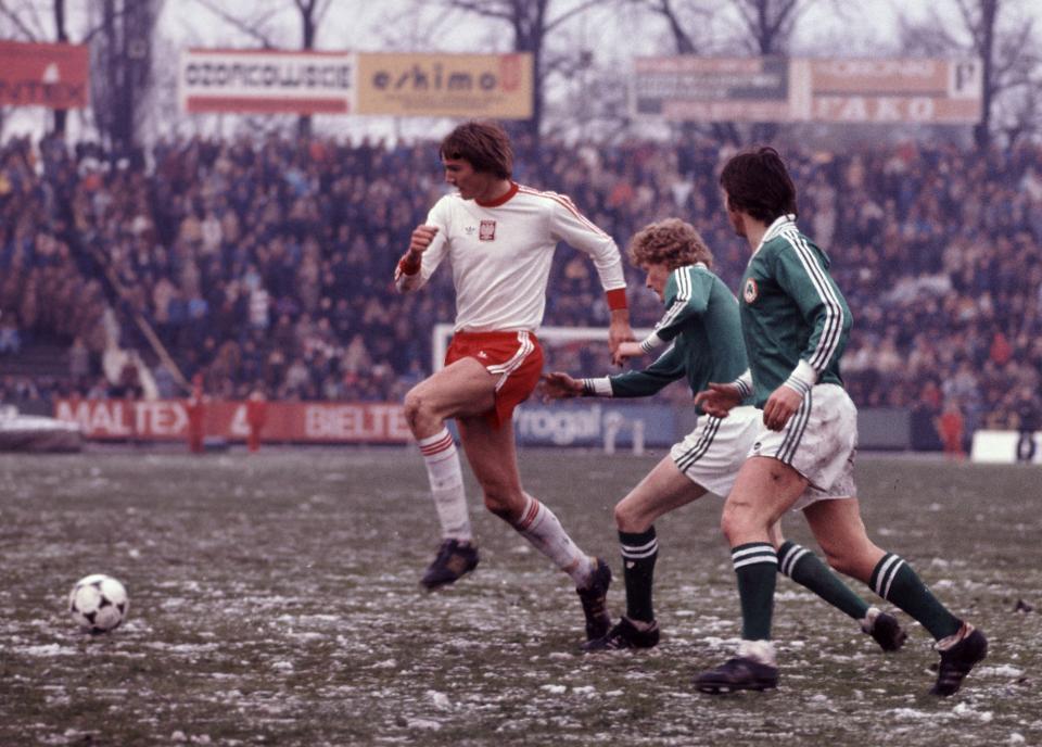 Roman Wójcicki zadebiutował w reprezentacji Polski meczem z Irlandią w Łodzi 12 kwietnia 1978 roku.