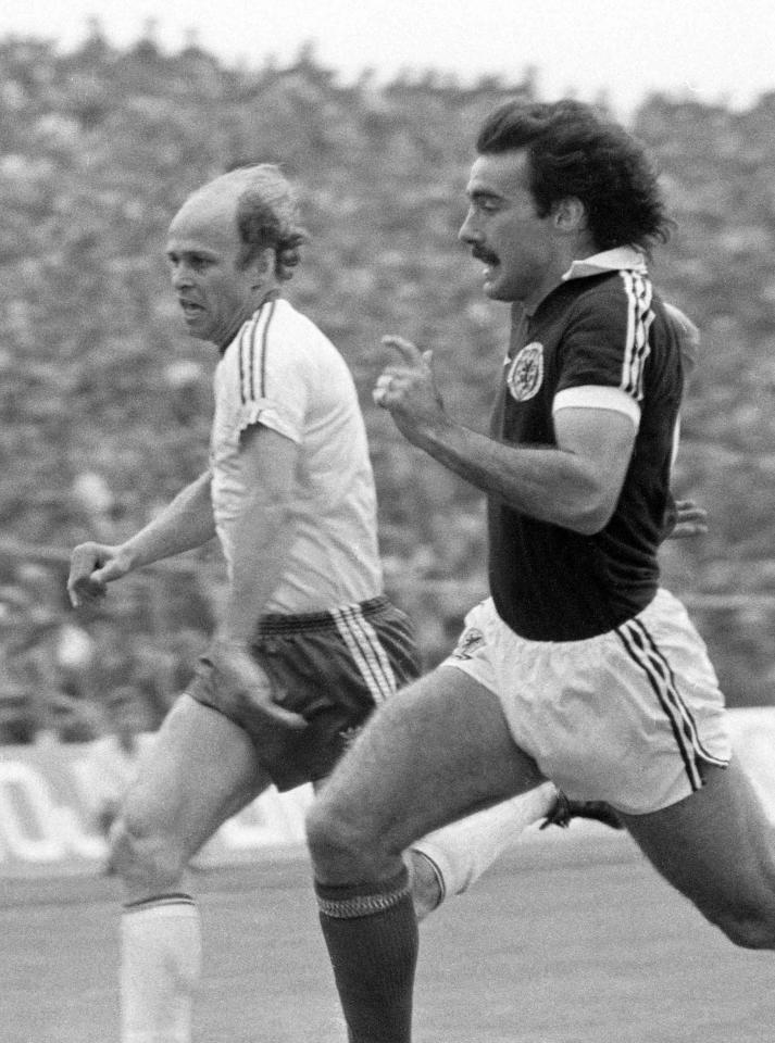 Grzegorz Lato podczas meczu Polska - Szkocja 1:0 z 28 maja 1980 roku, Poznań, stadion Warty.