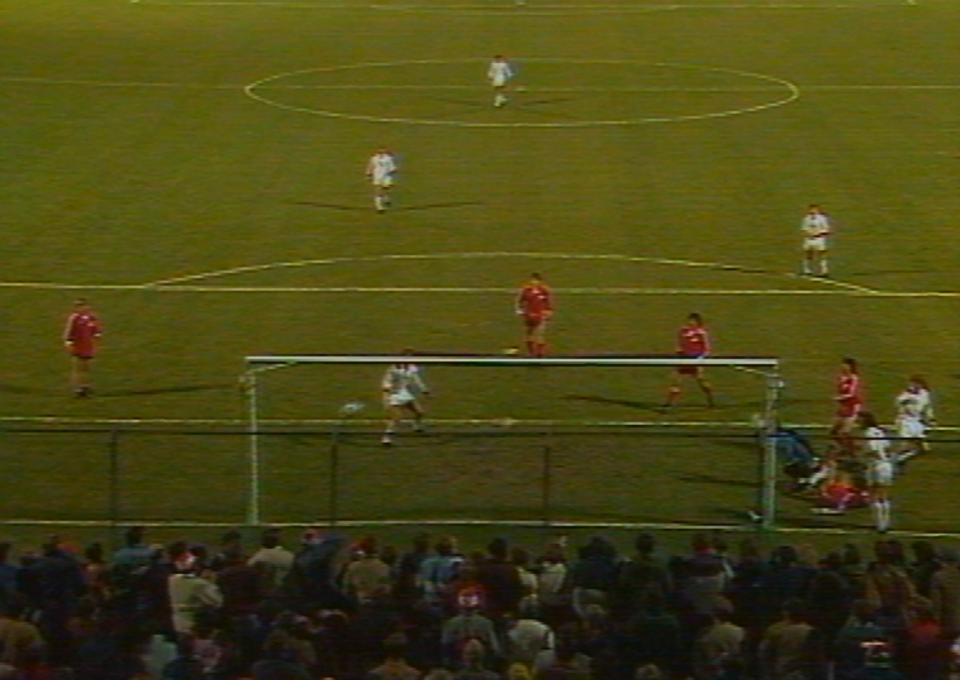 Po tym strzale Zbigniewa Bońka biało-czerwoni objęli prowadzenie w meczu ze Szwajcarią. Niestety, nie udało im się dowieźć zwycięstwa do ostatniego gwizdka. W drugiej połowie wyrównującą bramkę zdobył Heinz Hermann.