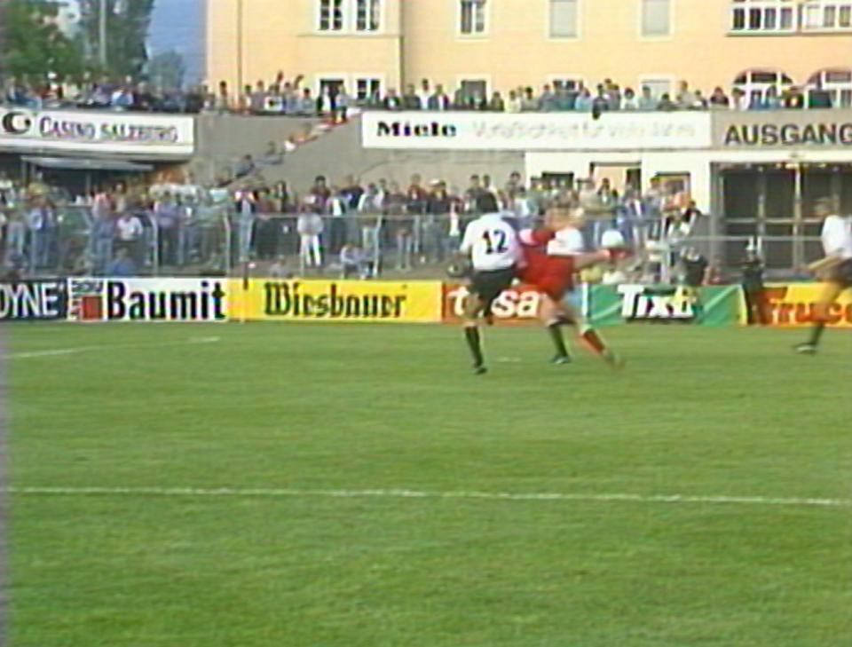 To była wisienka (lub jakby powiedział pewien były reprezentant Polski: truskawka) na torcie. W 64. minucie 20-letni Wojciech Kowalczyk efektownym strzałem podwyższył prowadzenie na 4:1 dla Polski. W ten sposób padł jubileuszowy 900. w historii gol dla reprezentacji Polski.