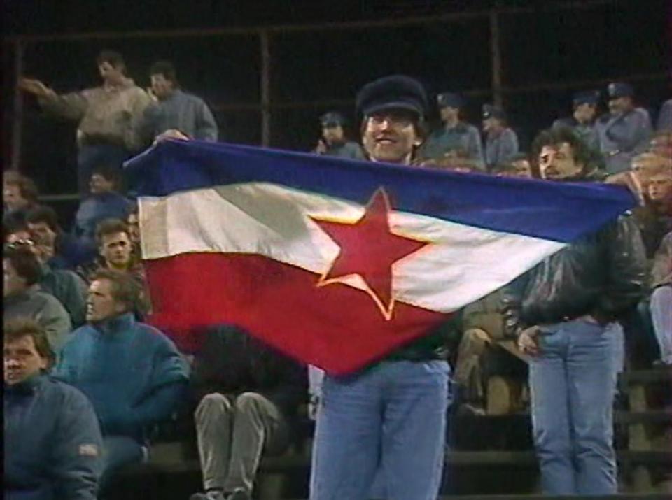Kibic Jugosławii podczas meczu Polska - Jugosławia 0:0 (28.03.1990).