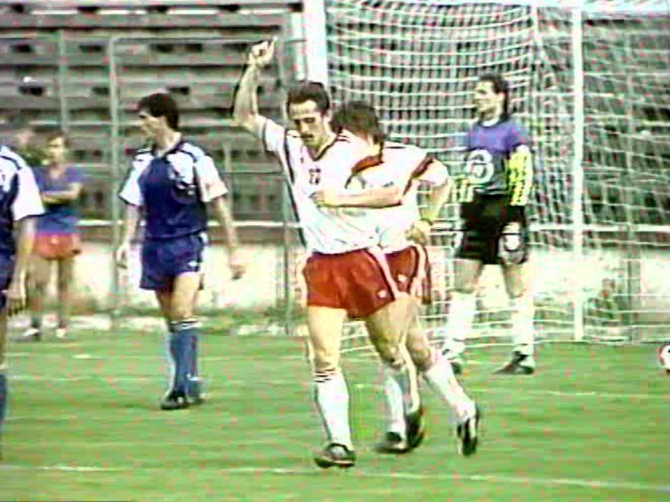 Na honorowego gola w Bukareszcie polscy kibice czekali do 80. minuty. Zdobył go Robert Warzycha, który plasowanym strzałem pokonał rumuńskiego bramkarza.
