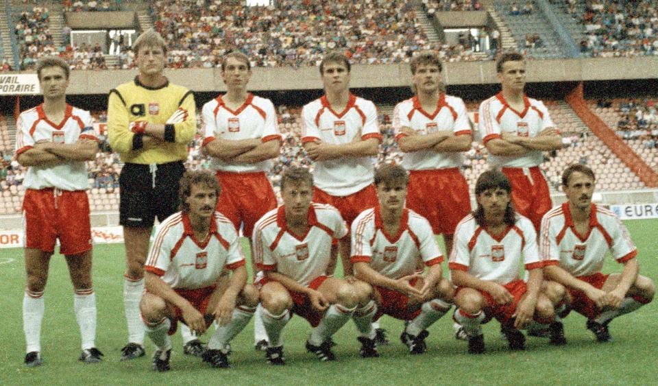 Zdjęcie grupowe reprezentacji Polski przed towarzyskim meczem z Francją w Paryżu 15 sierpnia 1990 roku.