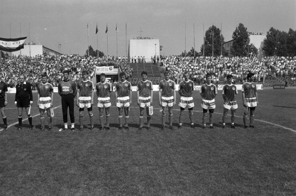 Piłkarze Legii przed finałem Pucharu Polski w 1991 roku.
