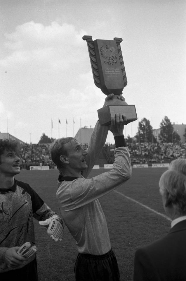 Roman Szewczyk z Pucharem Polski za sezon 1990/1991.