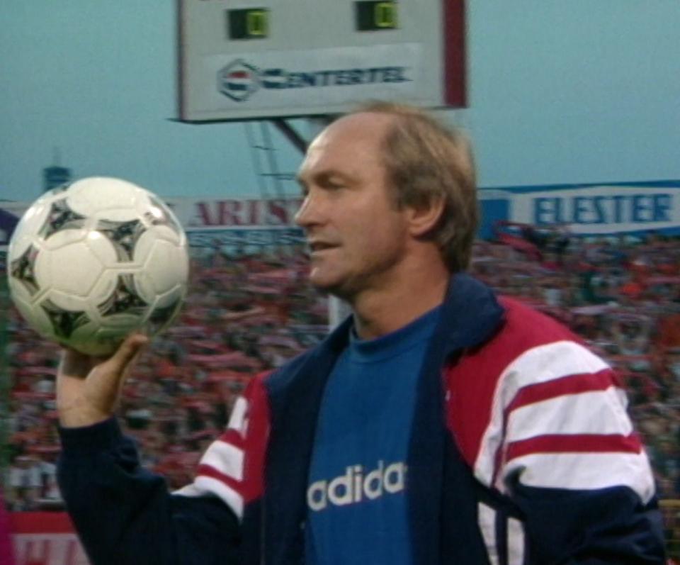 Franciszek Smuda podczas meczu Zdjęcie z meczu Edytuj Obraz Widzew Łódź - Brøndby Kopenhaga 2:1 (07.08.1996).