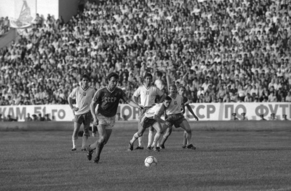 Oleg Protasow strzałem z rzutu karnego przesądza o wygranej ZSRR w towarzyskim meczu z Polską 1 czerwca 1987 roku.